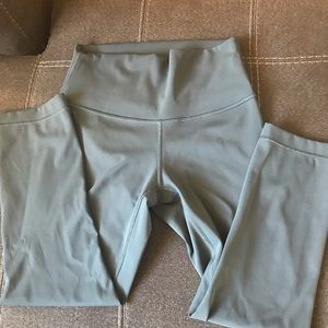 Lululemon high rise Wunder Under crops